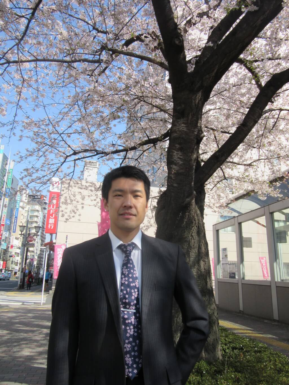 桜の木の下の加藤二郎