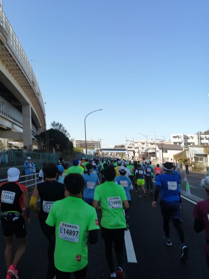 横浜マラソン2019で走っている最中に撮影した写真です。